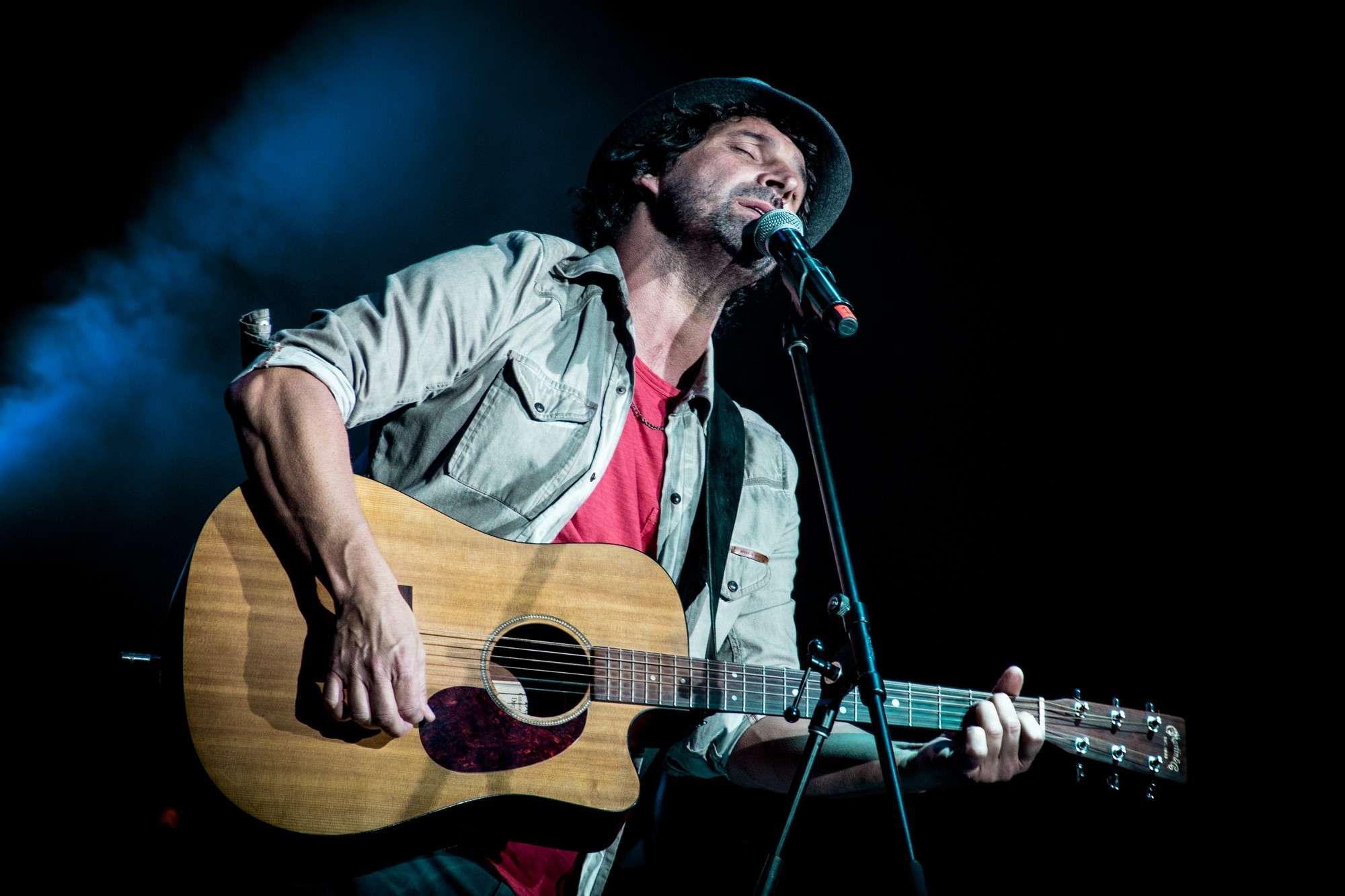 Iván Noble canta para recaudar fondos para un comedor comunitario. Foto: Gentileza prensa Iván Noble/