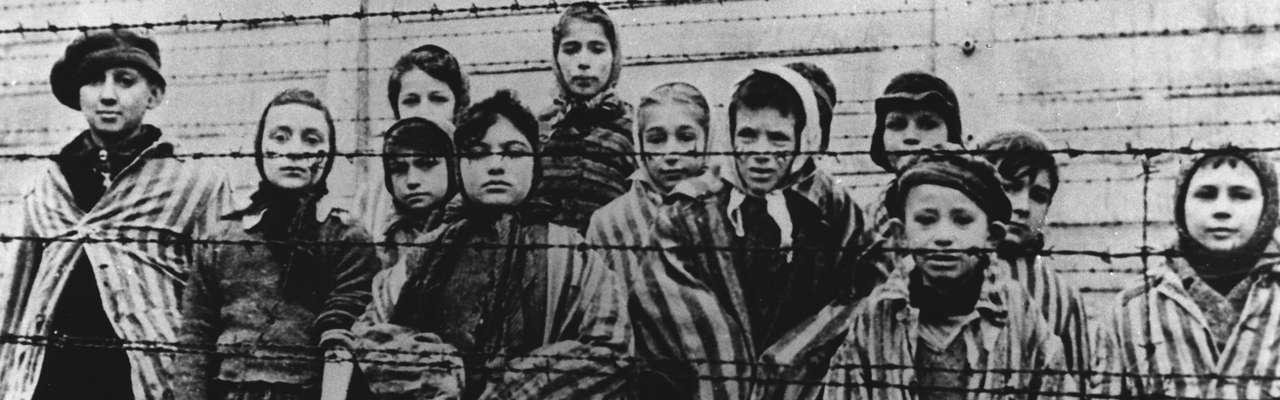 Crianças judias no momento da libertação de Auschwitz, o maior campo de concentração do regime nazista de Adolf Hitler Foto: Ap Photo