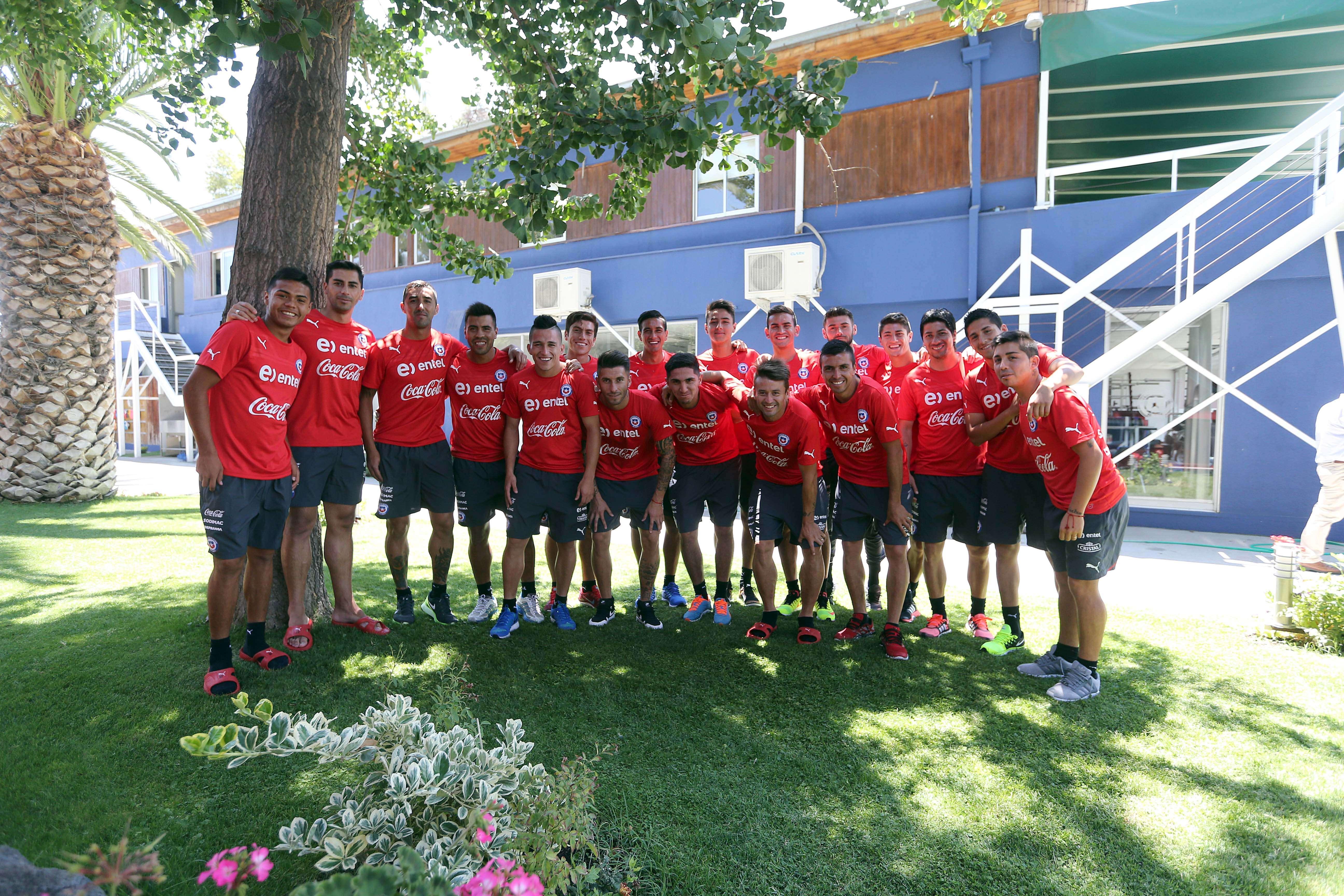"""A un día del amistoso ante Estados Unidos, los jugadores de la Roja disfrutaron de un caluroso día de entrenamiento bajo las órdenes de Jorge Sampaoli y quisieron demostrar el buen ambiente que se vive en el """"búnker"""" de Macul. Foto: Comunicaciones ANFP/Carlos Parra"""