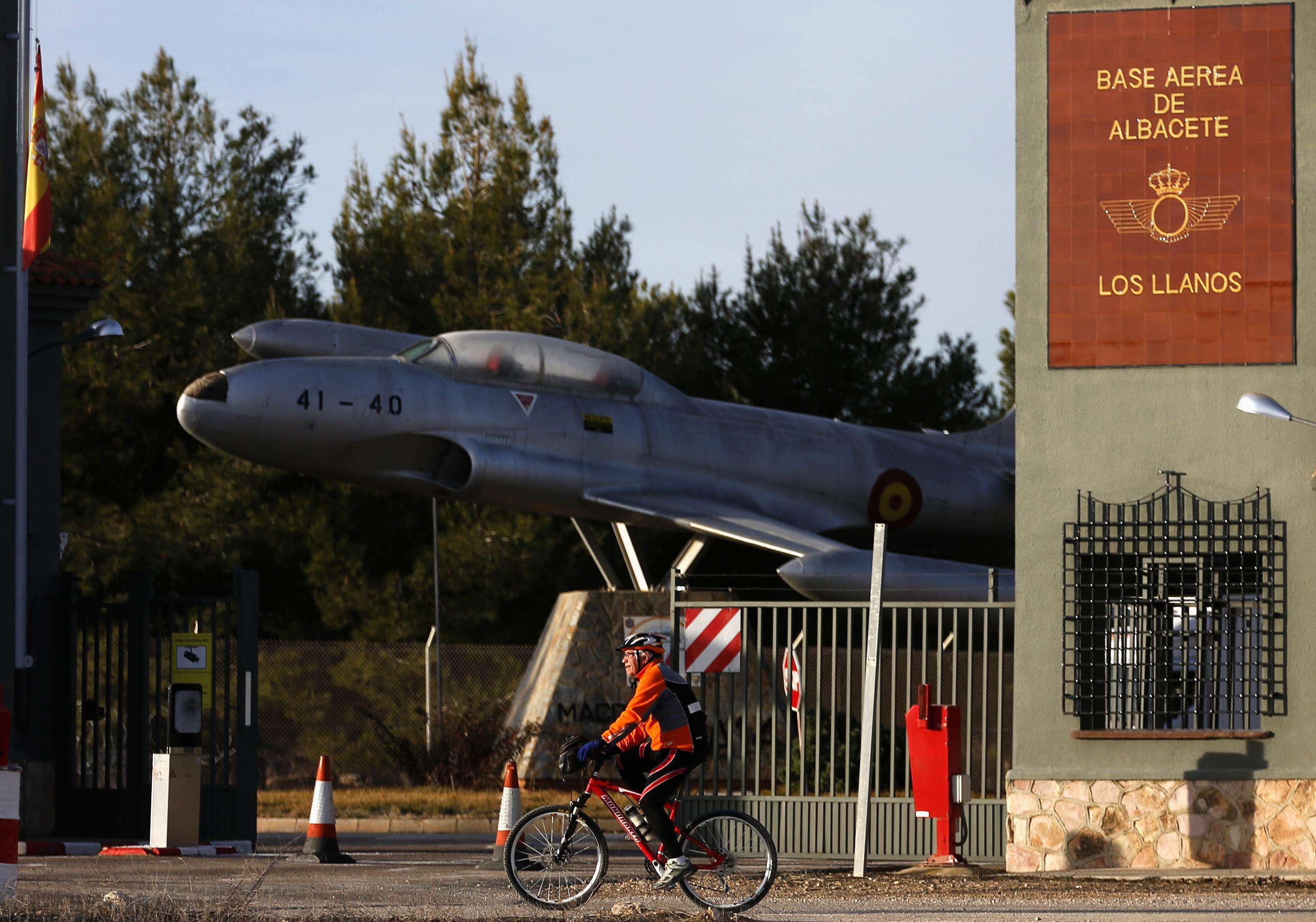 A queda do avião durante treinamento matou dois gregos e oito franceses Foto: Sergio Perez/Reuters