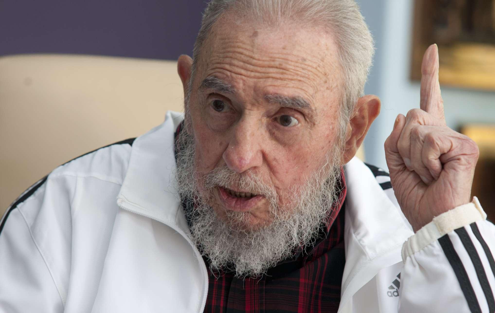 En esta imagen del 11 de julio de 2014, el ex presidente cubano Fidel Castro habla en una reunión con presidente ruso Vladimir Putin en La Habana, Cuba. Foto: AP en español
