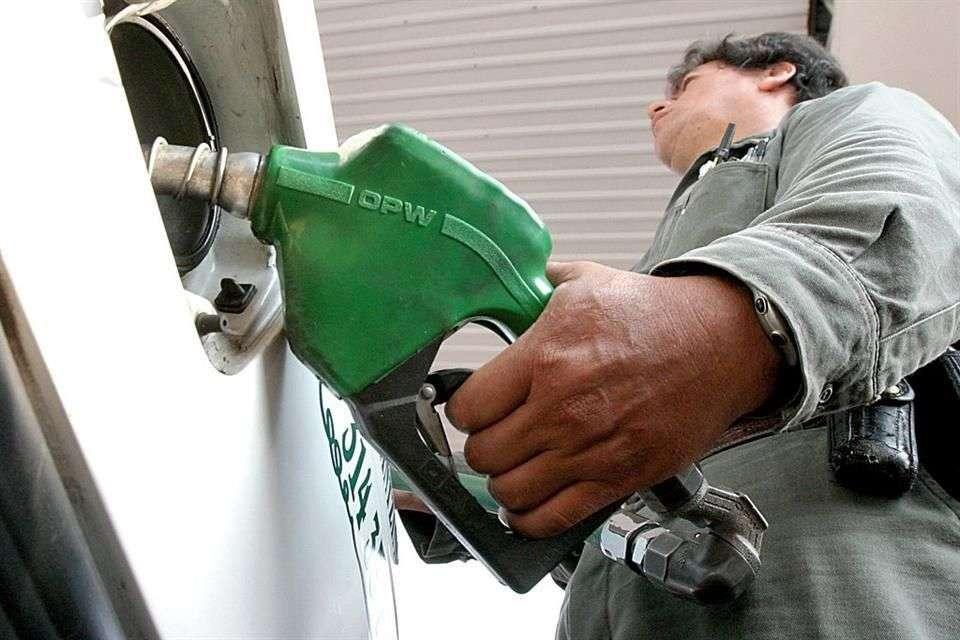 Esta baja de precio se debe al esquema de homologación que existe con los precios de la gasolina en El Paso, Texas. Foto: Reforma