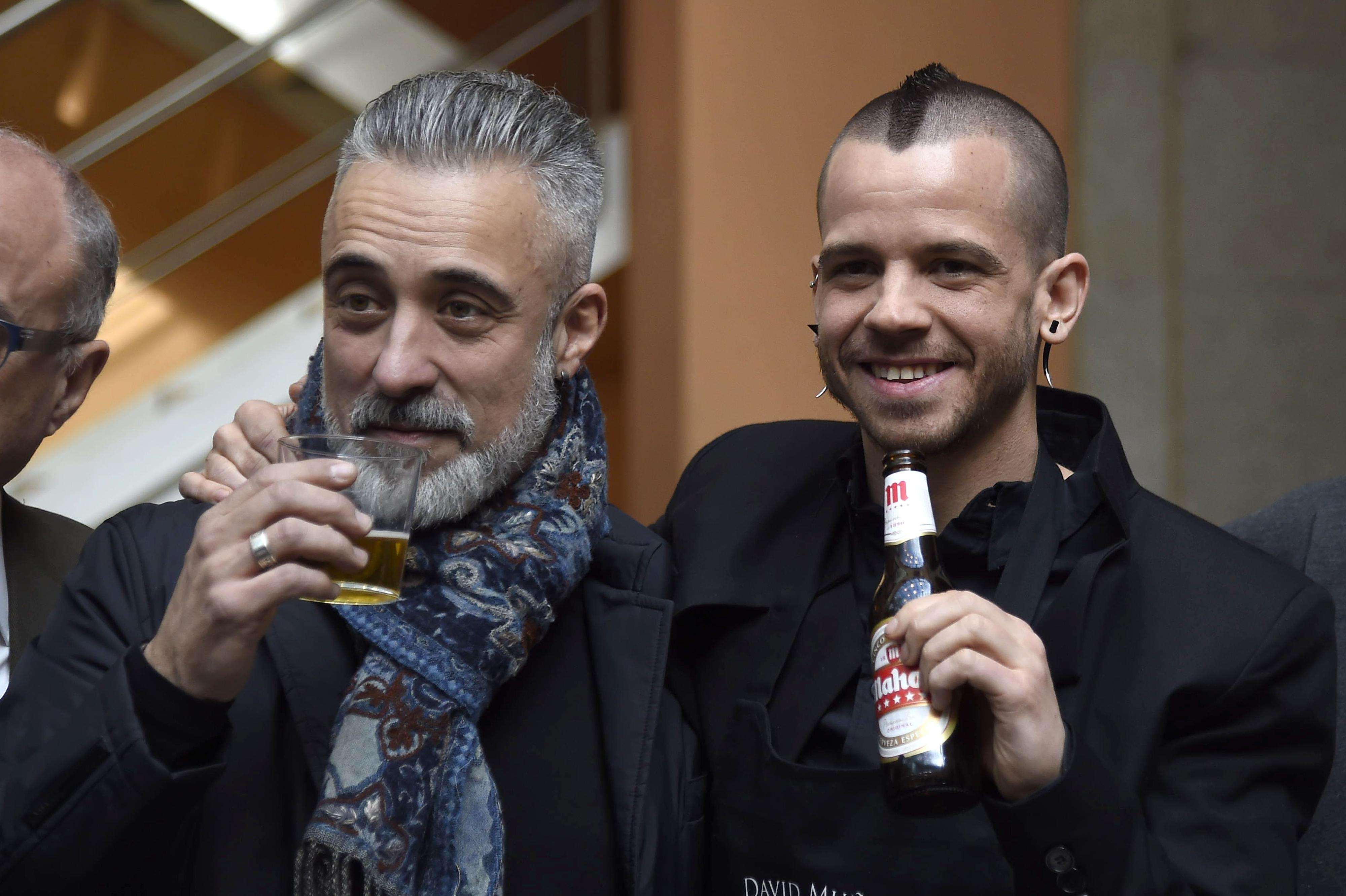 David Muñoz, junto a Sergi Arola. Foto: Gtres