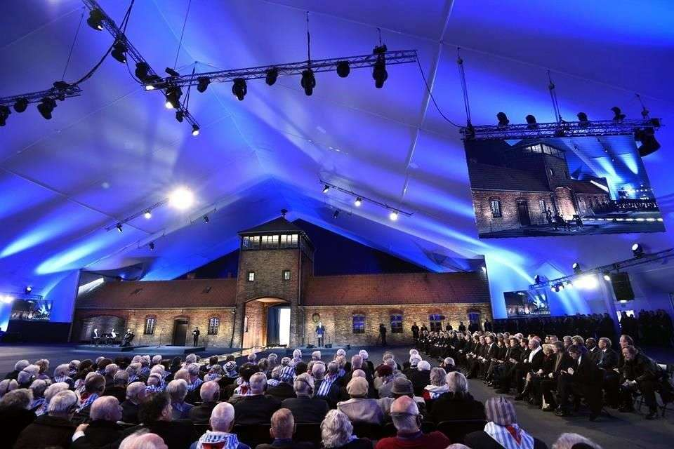 La ausencia del Presidente ruso, Vladimir Putin, destacó entre los sobrevivientes ya que las tropas soviéticas liberaron el campo de exterminio de Auschwitz Foto: AFP en español