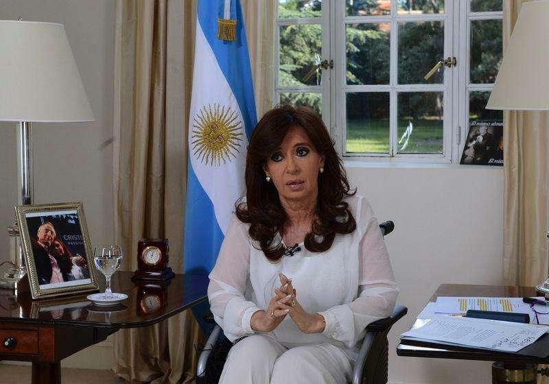 A presidente da Argentina, Cristina Kirchner, pronuncia discurso à nação em cadeia nacional de televisão, em Buenos Aires, nesta segunda-feira. 26/01/2015 Foto: Presidência da Argentina/Reuters