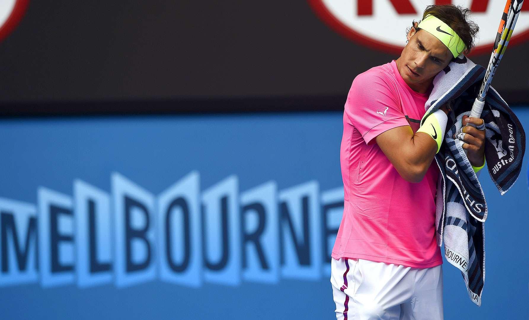 El español Rafael Nadal se despidió del Abierto de Australia tras caer en cuartos de final por 6-2, 6-0, 7-6 (5) ante el checo Tomas Berdych. Foto: Rob Griffith/AP