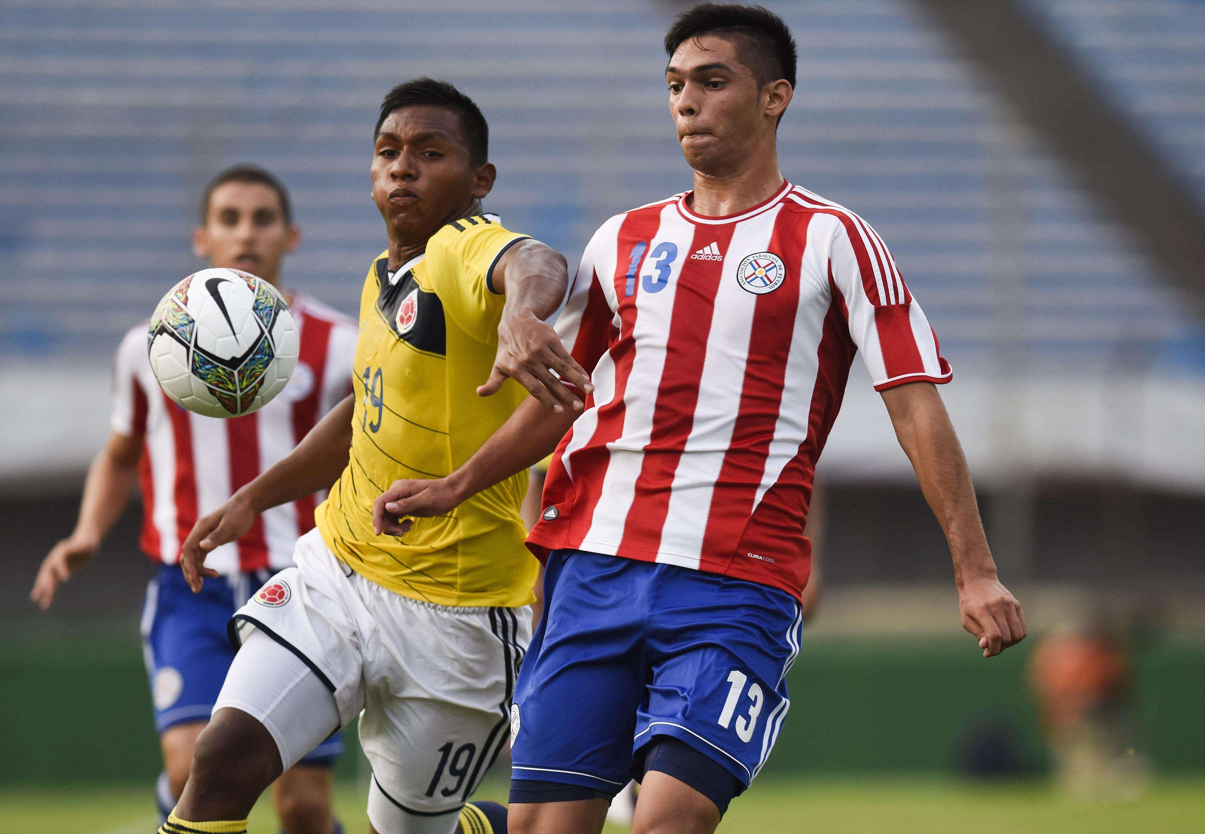 Peleado partido entre Colombia y Paraguay. Foto: AP