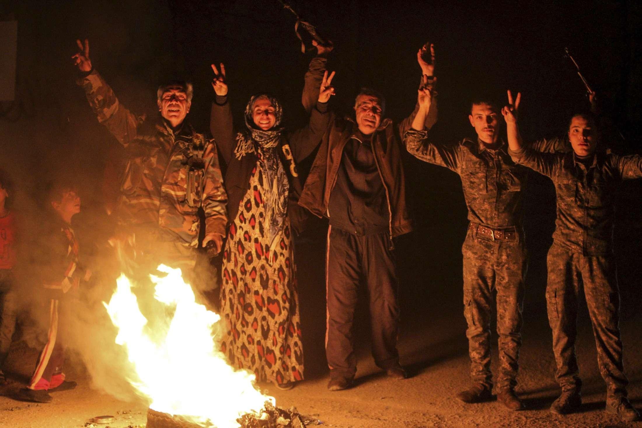 Curdos comemoram retomada de cidade de Kobane Foto: Rodi Said/Reuters