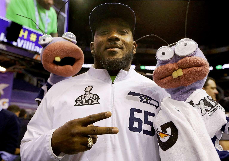Cientos de representantes de los medios de comunicación y aficionados a la NFL invadieron la duela del US Airways Center en Phoenix, Arizona cuando jugadores y entrenadores de Patriots y Seahawks respondieron a las preguntas en el Media Day del Super Bowl XLIX. Foto: AP