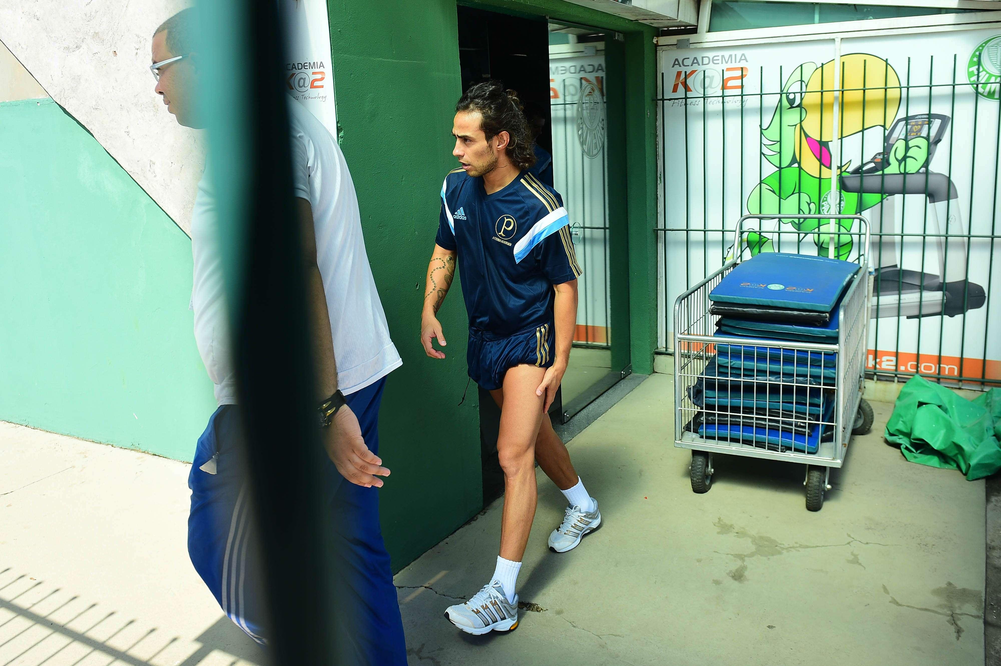 Valdivia na academia do CT do Palmeiras: aparelhos devem ser trocados Foto: Sergio Barzaghi/Gazeta Press