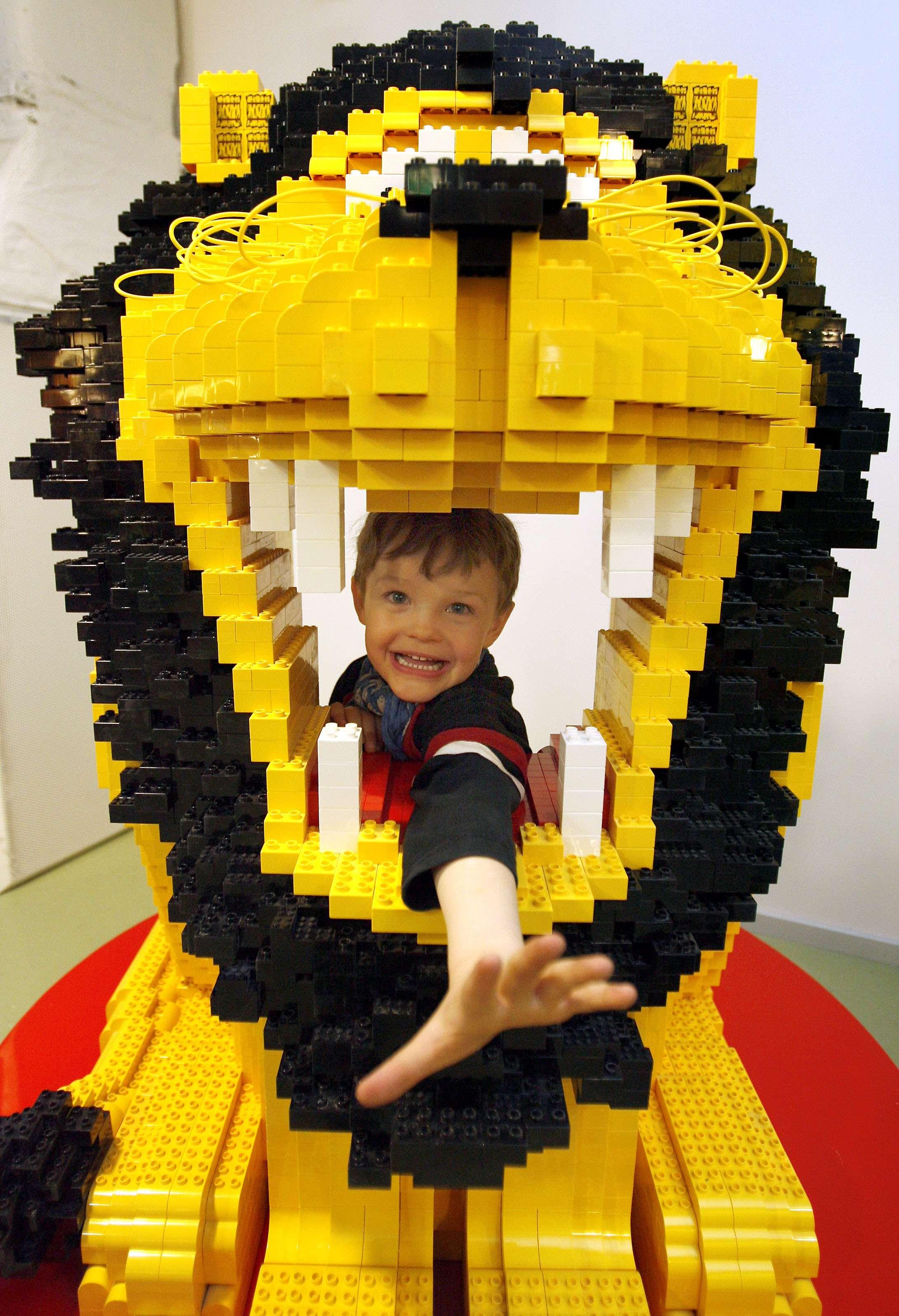 Los niños son los mayores visitantes del Museo del Lego en Berlín. Foto: AP