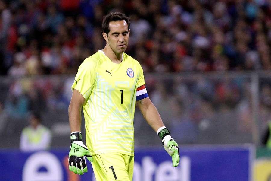 Claudio Bravo quedó dolido tras su impasse con Héctor Tapia. Foto: Agencia UNO