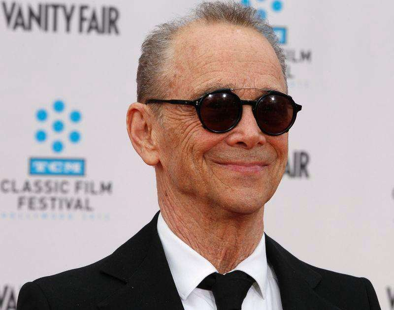 "Joel Grey em evento de 40 anos do filme ""Cabaret"" em Hollywood. 12/04/2012. Foto: Fred Prouser/Reuters"
