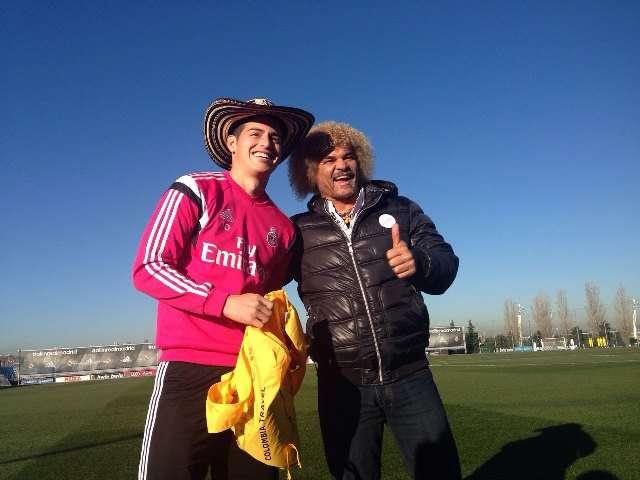 El 10 del Real Madrid sacó un sombrero vueltiao que no dudó en poner en su cabeza. Foto: Prensa ProColombia/Archivo particular