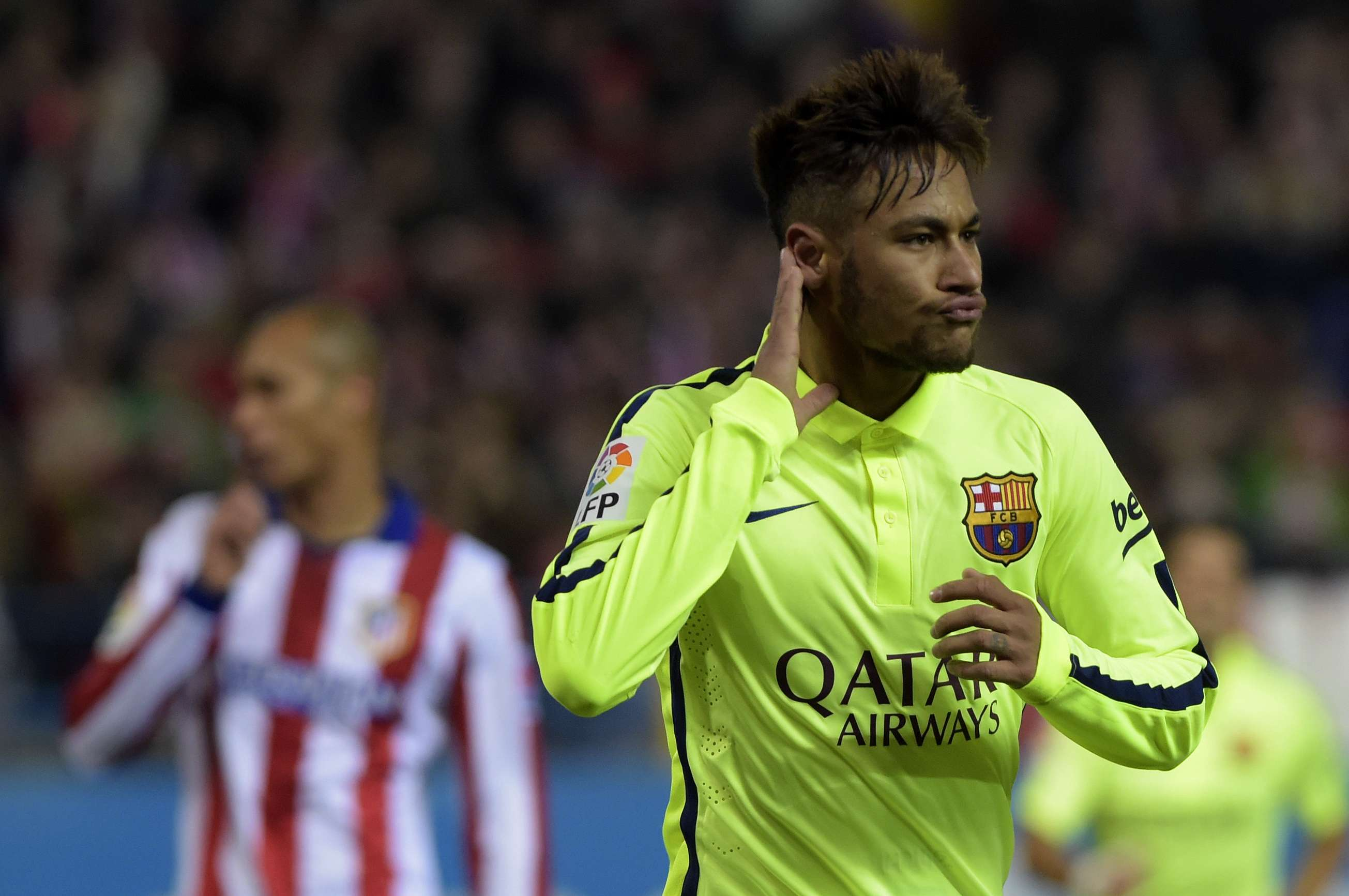 Neymar festeja belo gol no duelo contra o Atlético de Madrid Foto: Gerard Julien/AFP