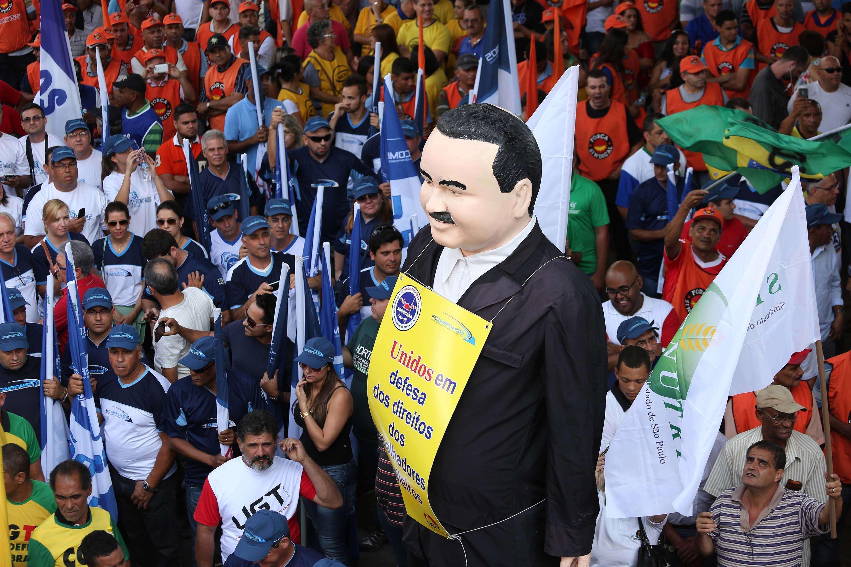 Manifestantes protestaram na avenida Paulista nesta quarta Foto: Renato S. Cerqueira/Futura Press