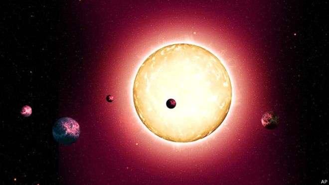 El sistema solar que acaba de ser descubierto es dos veces y media más antiguo que la Tierra Foto: AP en español