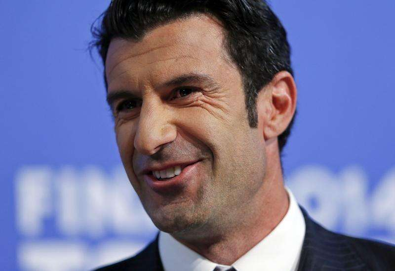Luis Figo smiles during the draw for the Champions League semi-finals matches at the UEFA headquarters in Nyon, April 11, 2014. Foto: Denis Balibouse/Reuters