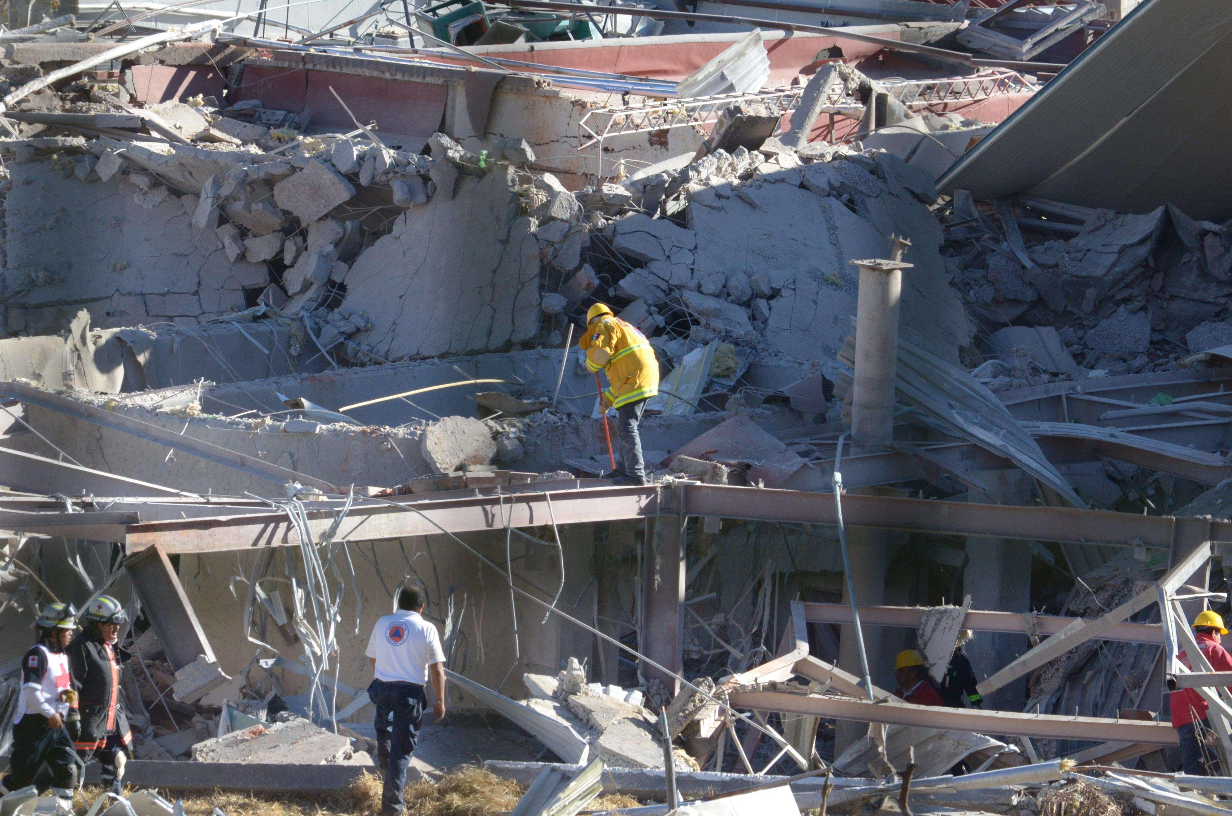 """El jefe de la delegación de Cuajimalpa, Adrián Rubalcava, dijo que el hospital está """"completamente derrumbado"""", señaló el funcionario desde el lugar de la emergencia, y añadió que una de las zonas más afectadas del nosocomio es la de los cuneros. Foto: AFP en español"""