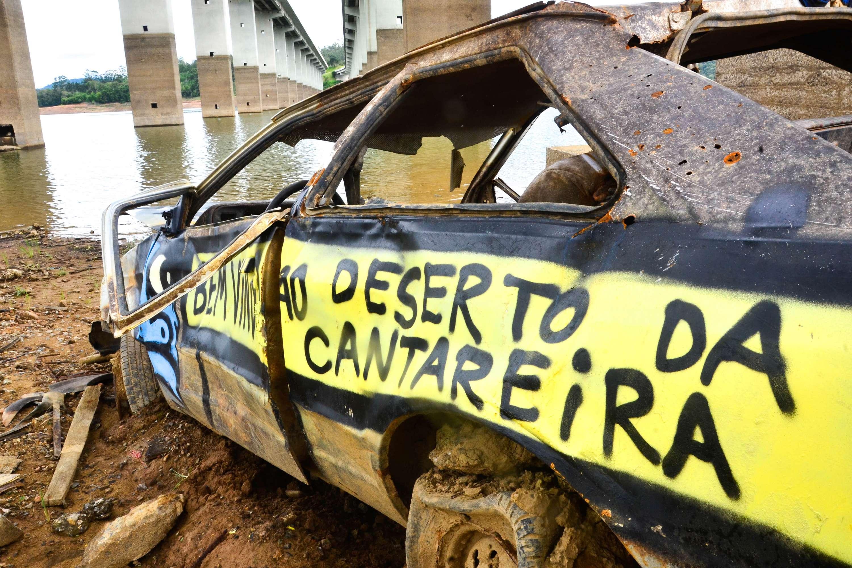Carro abandonado no Sistema Cantareira, na Grande São Paulo Foto: Nilton Cardin/Futura Press