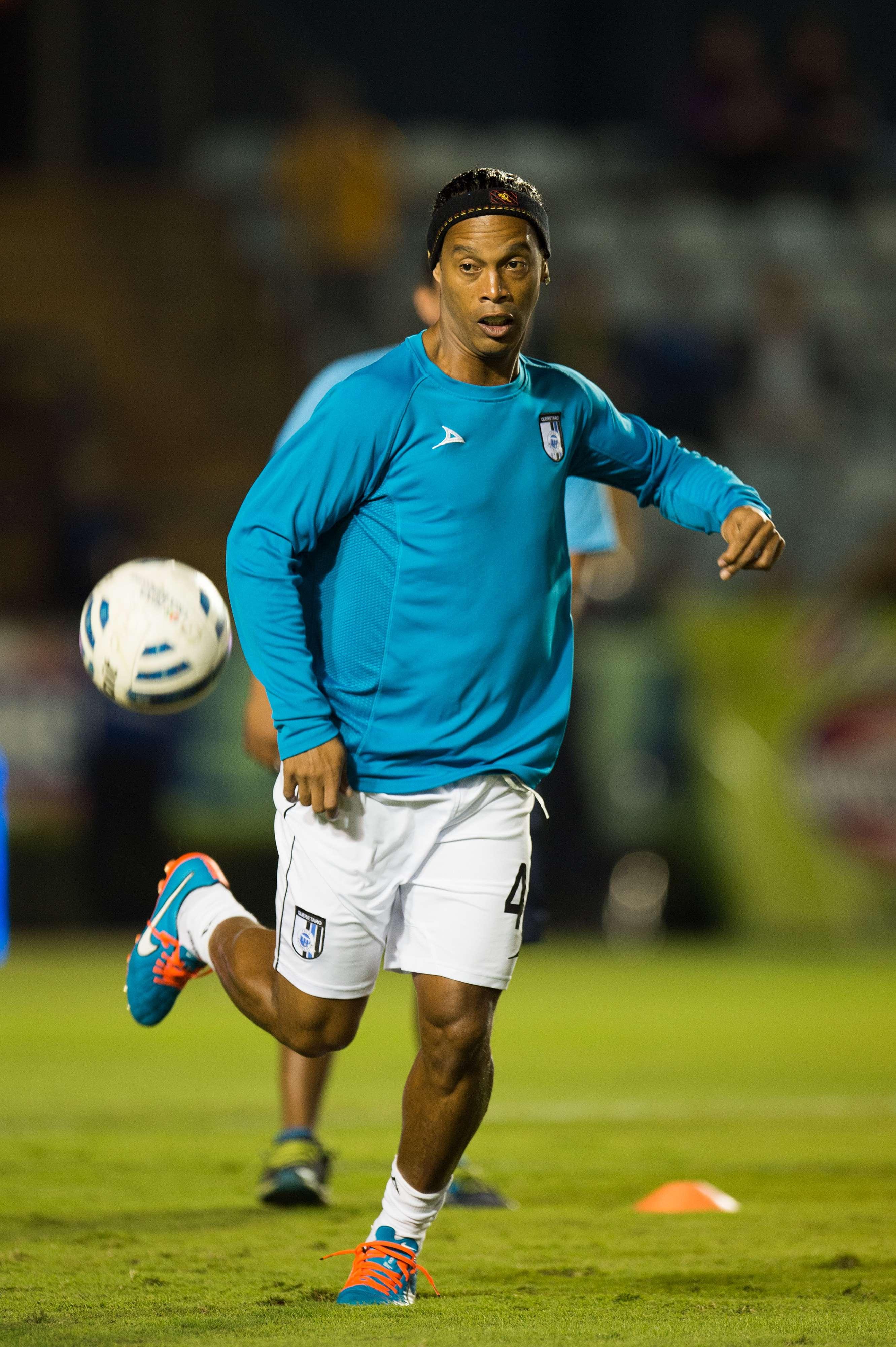 """""""Dinho"""" es feliz con el balón. Foto: Mexsport"""