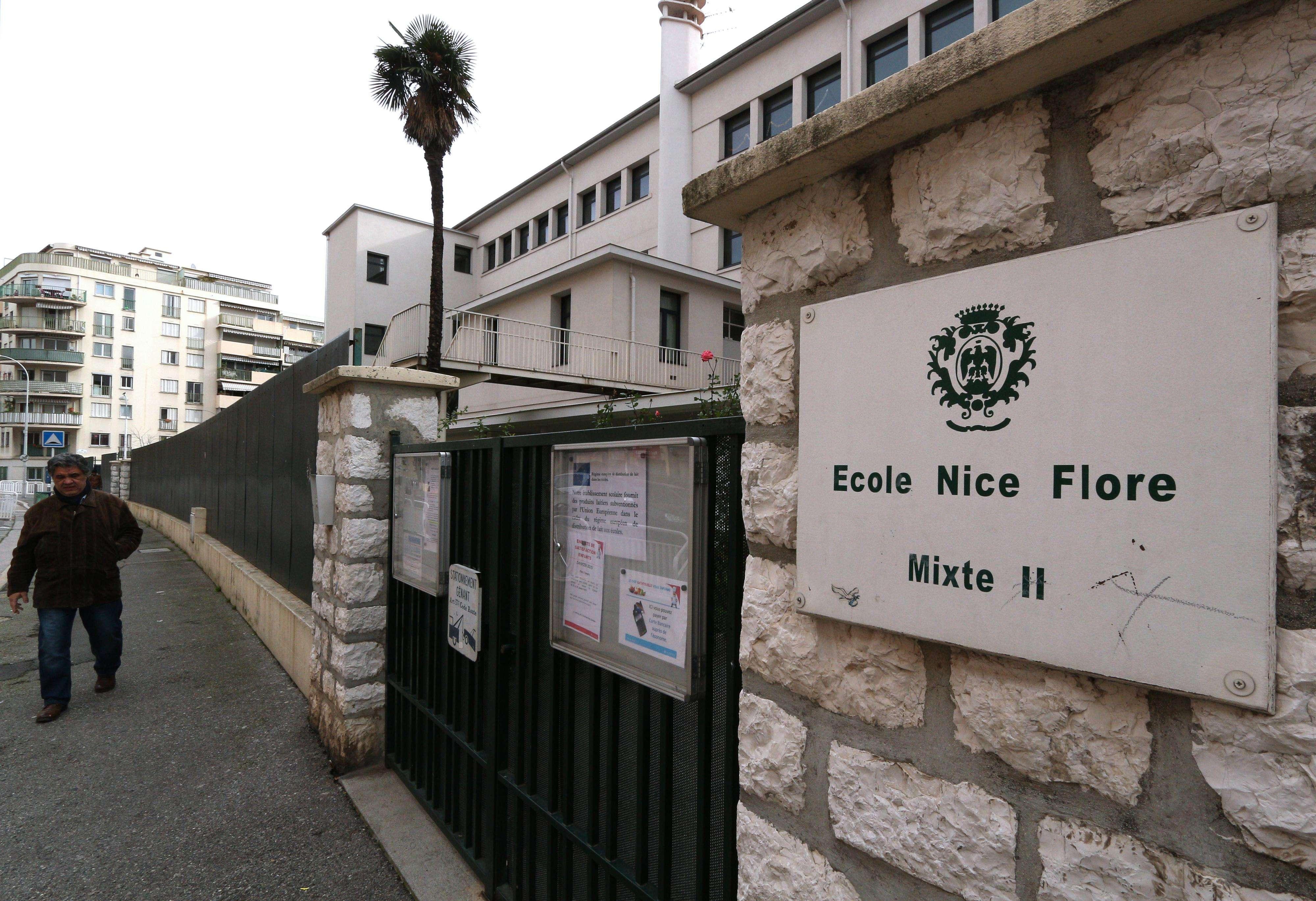 Entrada de la escuela primaria Nice Flore, donde el niño de 8 años de edad fue detenido e interrogado, este jueves 29 de enero del 2015. Foto: AP en español