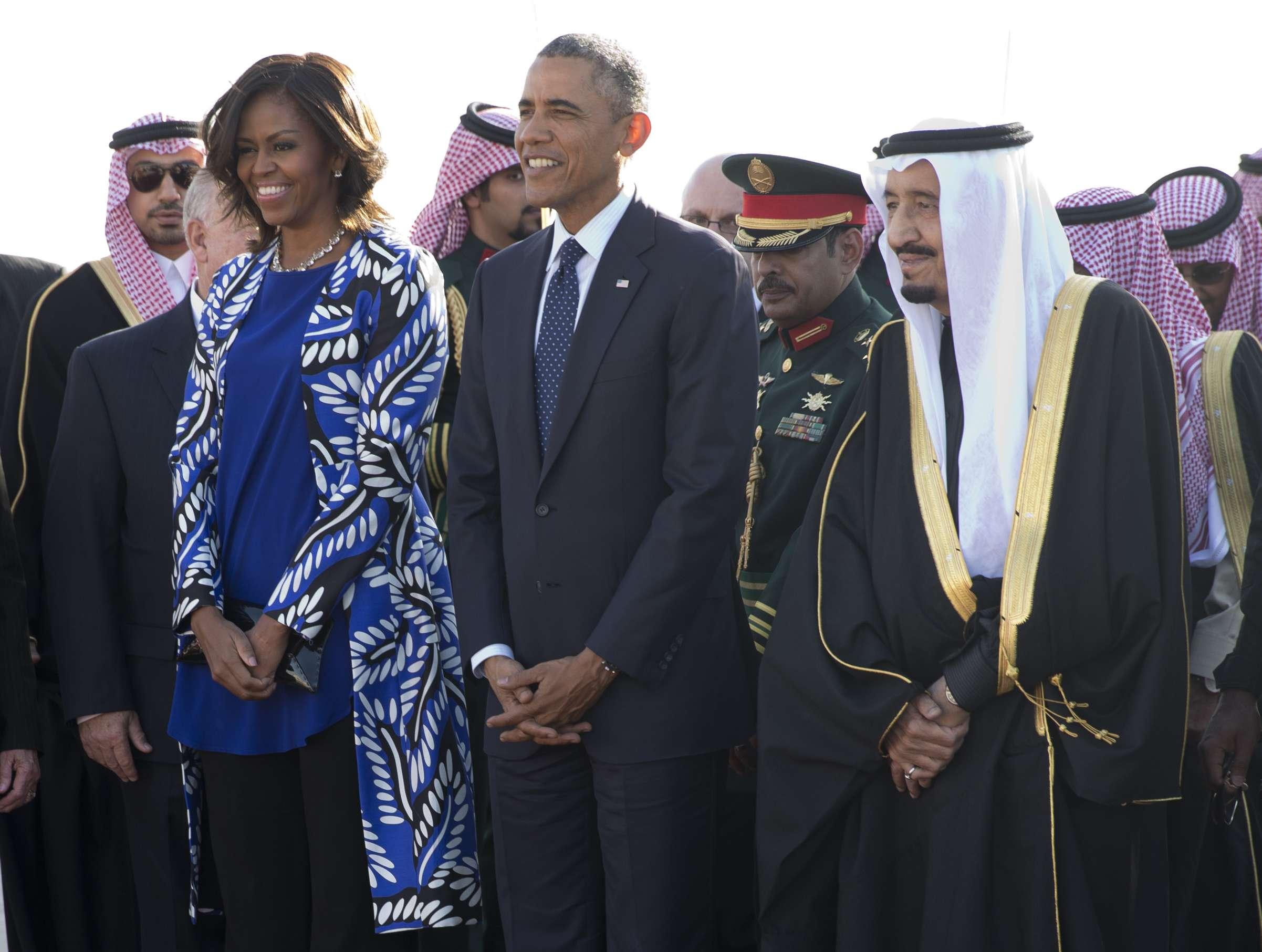 La etiqueta MichelleObamaSinVelo en árabe se usó 2.500 veces en Twitter. Foto: AP en español