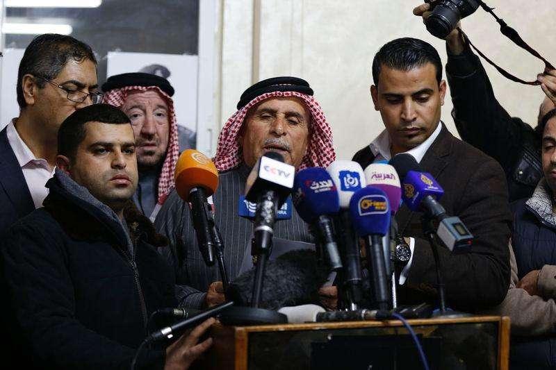 Safi Yousef, pai do piloto jordaniano Muath al-Kasaesbeh, faz apelo ao Estado Islâmico. 29/01/2015. Foto: Muhammad Hamed/Reuters