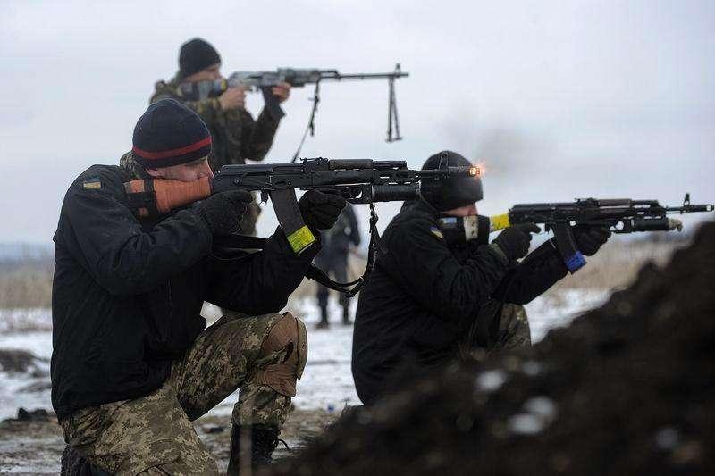 Militares ucranianos em conflito na região de Luhansk. 29/01/2015. Foto: Maksim Levin/Reuters