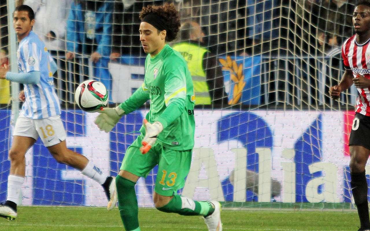 Guillermo Ochoa jugó su sexto partido como titular en la portería del Málaga. Foto: Mexsport