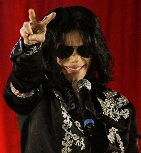 Foto de arquivo do cantor norte-americano Michael Jackson durante entrevista coletiva em Londres. 05/05/2009 Foto: Stefan Wermuth/Reuters
