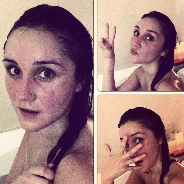 30 de enero de 2015 - Dulce María se mostró al natural desde la ducha. La bella cantante nos regaló esta foto sin filtro alguno y provocándonos más amor por ella Foto: Instagram