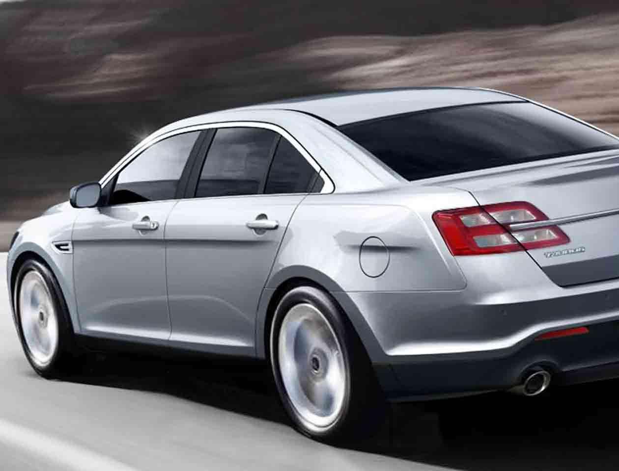 El Ford Taurus presenta un problema con el muelle que controla las asas interiores de las puertas Foto: ford.com