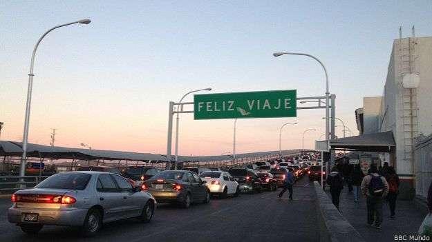 Cruzar la frontera es rutina para unos, pero para otros es una odisea Foto: BBCMundo.com