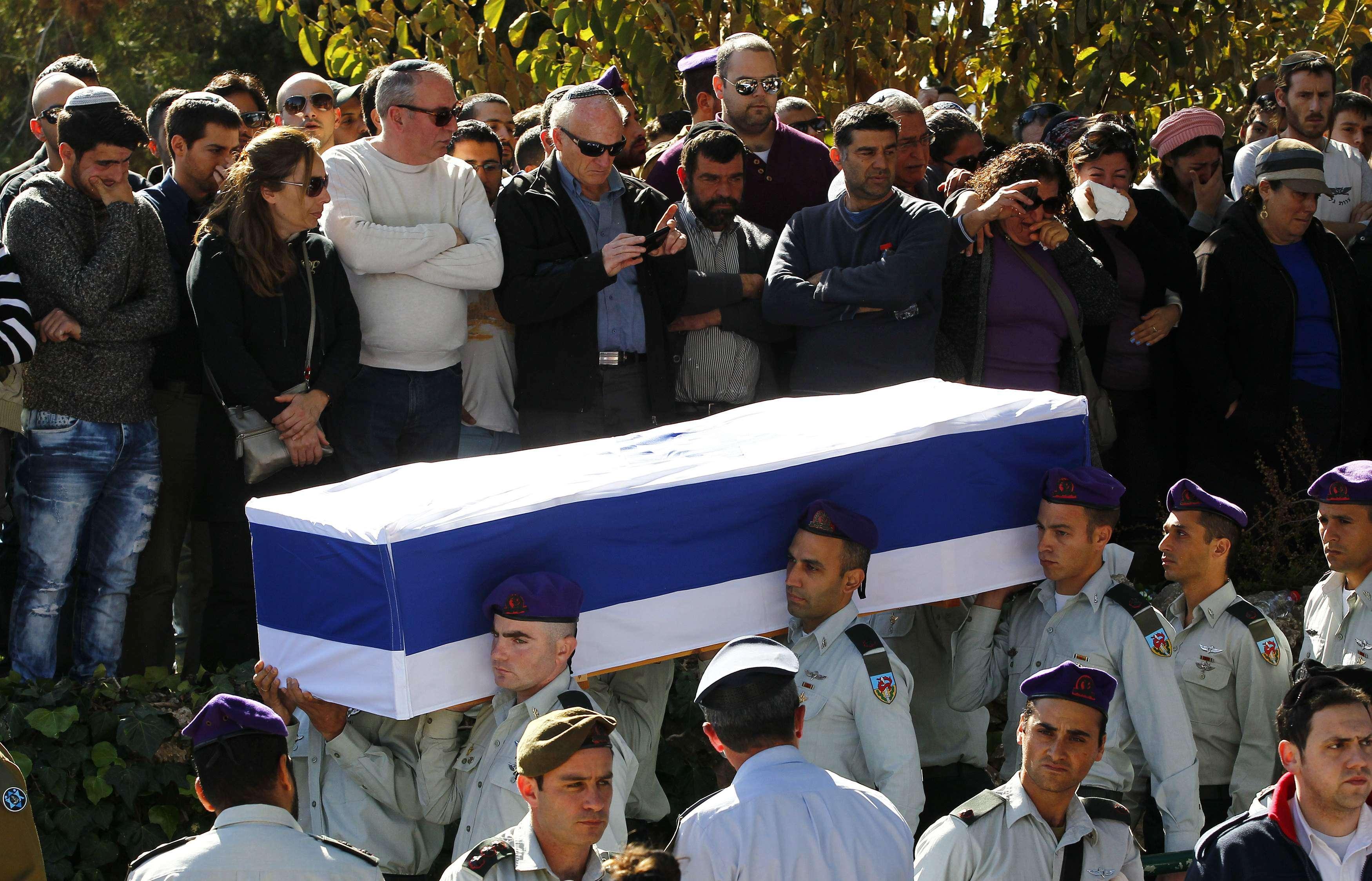 Soldados mortos pelo Hezbollah foram enterrados em Israel Foto: Ronen Zvulun/Reuters
