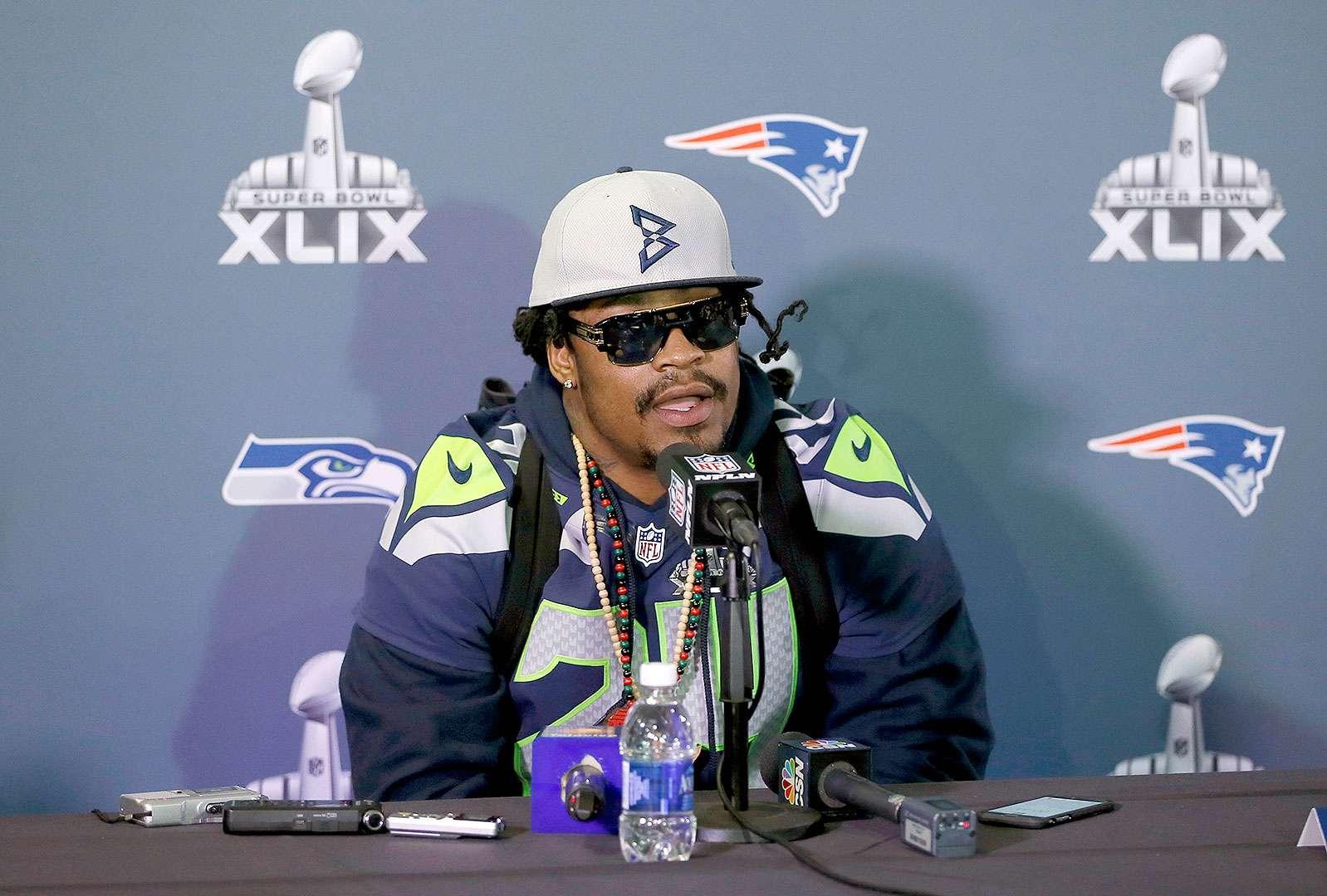 Marshawn Lynch, corredor de los Seattle Seahawks, habló con los medios de comunicación previo al Super Bowl XLIX. Foto: AP