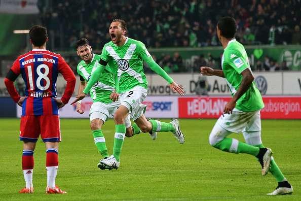 Bas Dost celebra uno de sus goles. Foto: Getty Images