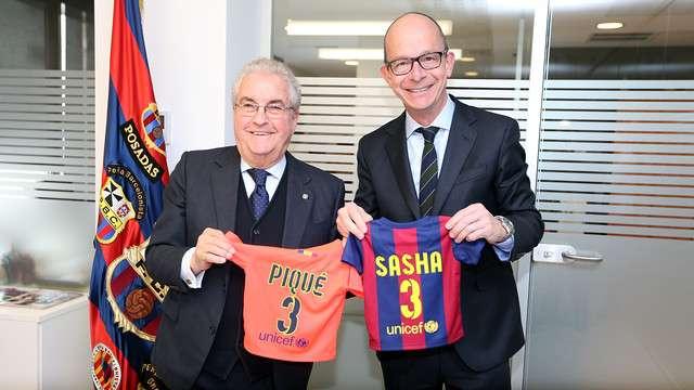 Amador Bernabéu y Jordi Cardoner, en la Sede Social después de que el abuelo de Piqué haya hecho socio a su bisnieto Foto: FCBarcelona