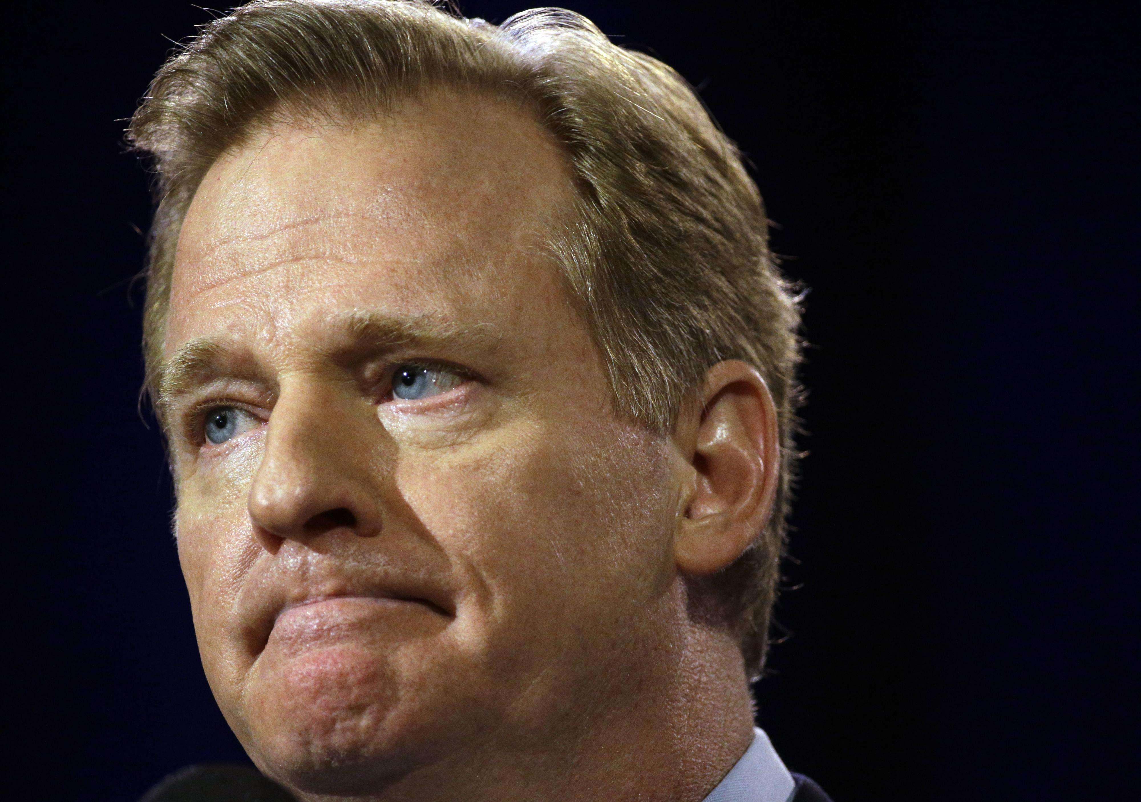 El comisionado de la NFL, Roger Goodell, participa en una rueda de prensa el viernes 30 de enero Foto: AP