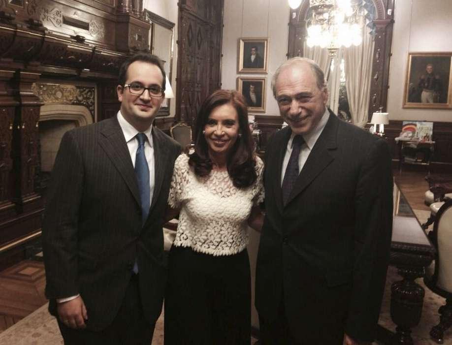 El ex juez de la Corte Raúl Zaffaroni, en una foto junto a Roberto Carlés y la presidenta Cristina Fernández de Kirchner. Foto: NA