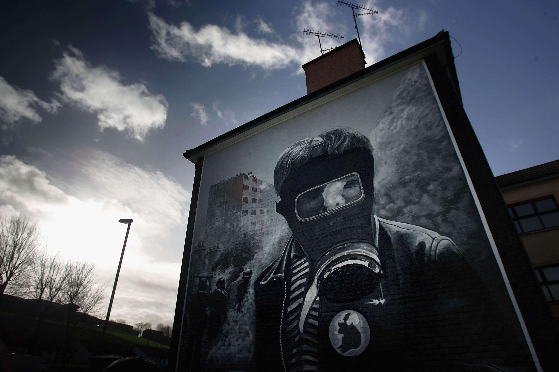 Mural en Derry que recuerda las víctimas del conocido como 'Bloody Sunday' (domingo sangriento) de 1972 en Irlanda del Norte, cuando tropas británicas mataron a 13 manifestantes. Foto: Reuters en español