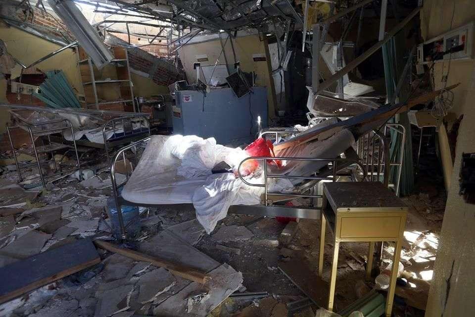 El área de camas quedó irreconocible por los escombros esparcidos Foto: Miguel Fuantos/Reforma