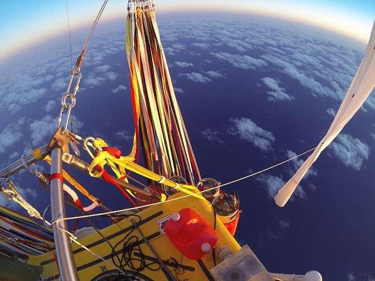 Dupla é a primeira a tentar cruzar o Pacífico em balão desde 1981 Foto: Troy Bradley/AP