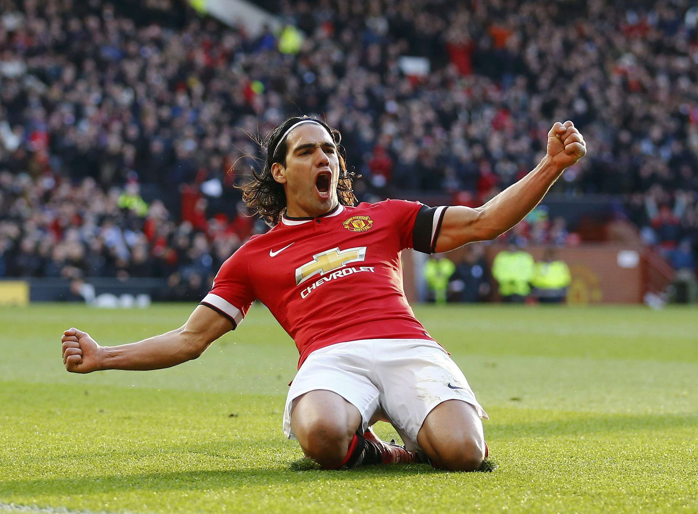 Manchester United's Radamel Falcao celebrates his goal during their English Premier League soccer match against Leicester City at Old Trafford in Manchester, northern England January 31, 2015. REUTERS/Darren Staples (BRITAIN - Tags: SPORT SOCCER TPX IMAGES OF THE DAY) EDITORIAL USE ONLY. NO USE WITH UNAUTHORIZED AUDIO, VIDEO, DATA, FIXTURE LISTS, CLUB/LEAGUE LOGOS OR 'LIVE' SERVICES. ONLINE IN-MATCH USE LIMITED TO 45 IMAGES, NO VIDEO EMULATION. NO USE IN BETTING, GAMES OR SINGLE CLUB/LEAGUE/PLAYER PUBLICATIONS.FOR EDITORIAL USE ONLY. NOT FOR SALE FOR MARKETING OR ADVERTISING CAMPAIGNS. Foto: DARREN STAPLES/REUTERS