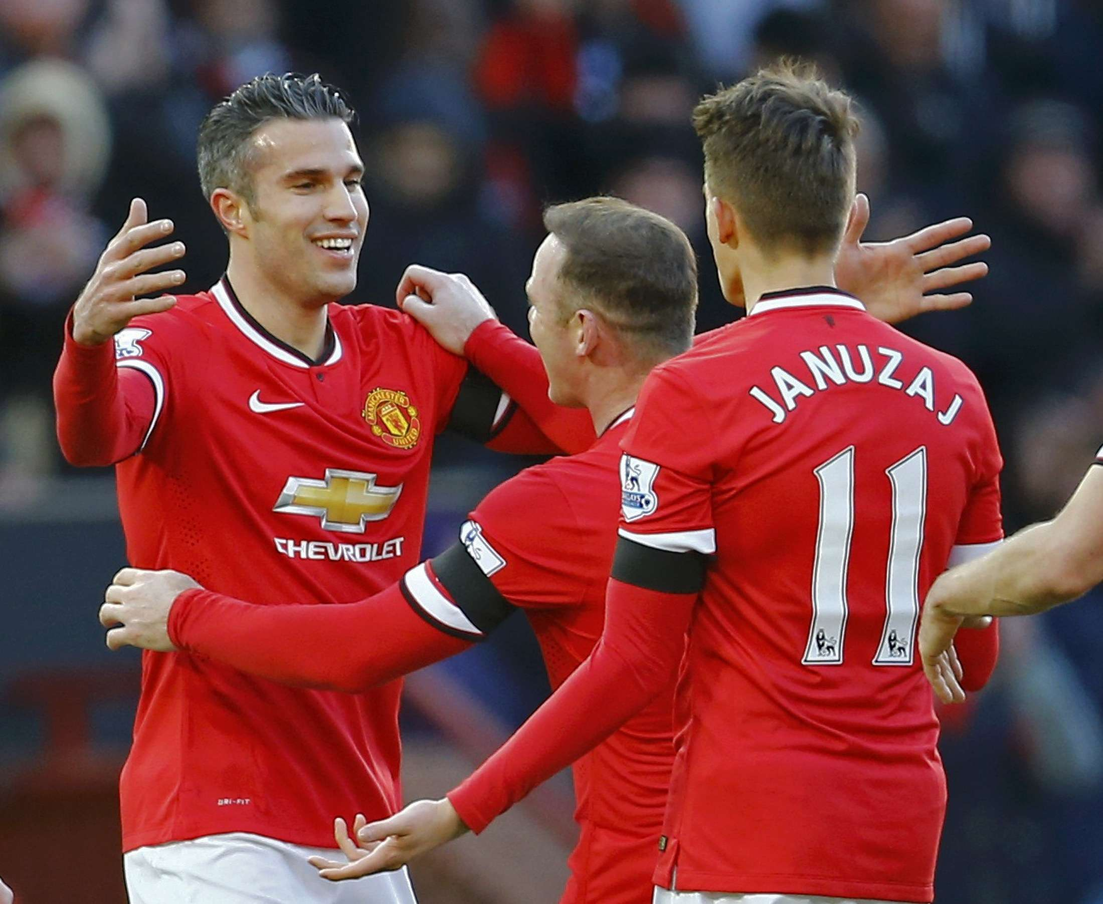 Manchester United's Robin van Persie (L) celebrates his goal with teammates Wayne Rooney and Adnan Januzaj (R) during their English Premier League soccer match against Leicester City at Old Trafford in Manchester, northern England January 31, 2015. REUTERS/Darren Staples (BRITAIN - Tags: SPORT SOCCER) EDITORIAL USE ONLY. NO USE WITH UNAUTHORIZED AUDIO, VIDEO, DATA, FIXTURE LISTS, CLUB/LEAGUE LOGOS OR 'LIVE' SERVICES. ONLINE IN-MATCH USE LIMITED TO 45 IMAGES, NO VIDEO EMULATION. NO USE IN BETTING, GAMES OR SINGLE CLUB/LEAGUE/PLAYER PUBLICATIONS.FOR EDITORIAL USE ONLY. NOT FOR SALE FOR MARKETING OR ADVERTISING CAMPAIGNS. Foto: DARREN STAPLES/REUTERS