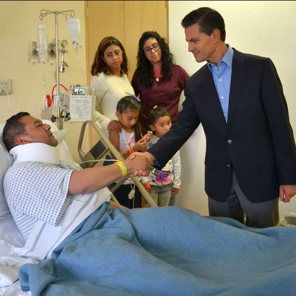 Peña visita a más heridos por explosión en Hospital Infantil Foto: Presidencia