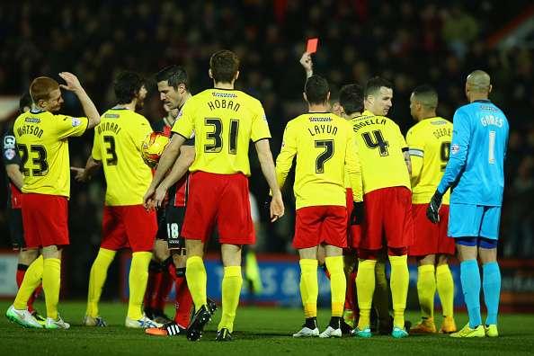 Watford se quedó con 10 jugadores tras 25 segundos de juego. Foto: Getty Images