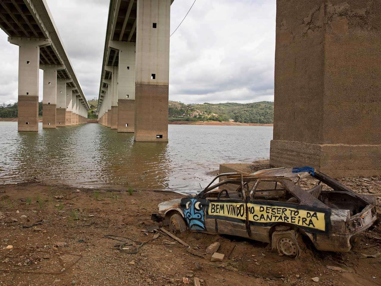 La sequía que azota Brasil ha provocado apagones y razonamientos mientras las presas se encuentran a un 17 por ciento de capacidad en el sudeste del país, 29 de enero de 2015. Foto: AP en español
