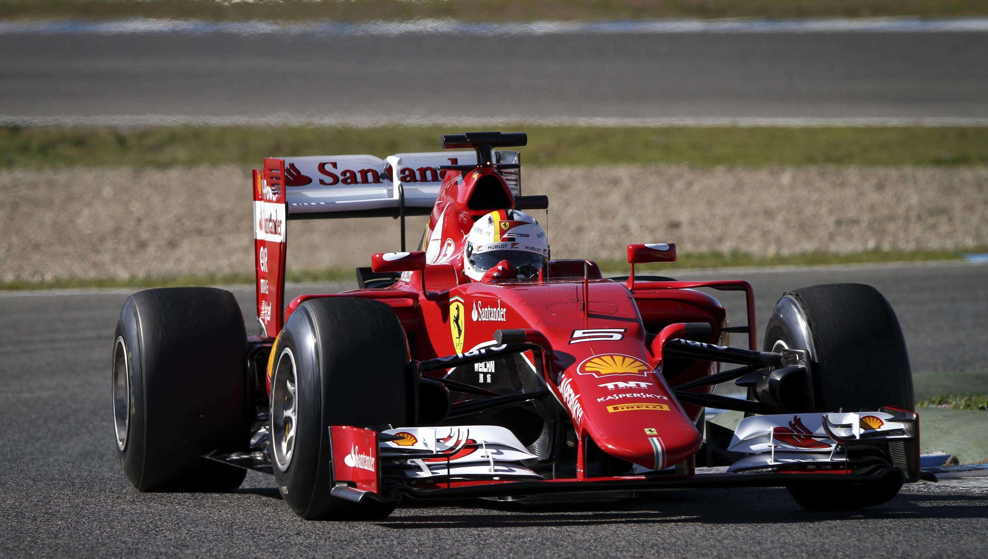 El piloto alemán de la escudería Ferrari, Sebastian Vettel, durante la primera serie de entrenamientos de pretemporada para el Muncial de Fórmula Uno de 2015, en el circuito de Jerez de la Frontera. Foto: EFE en español