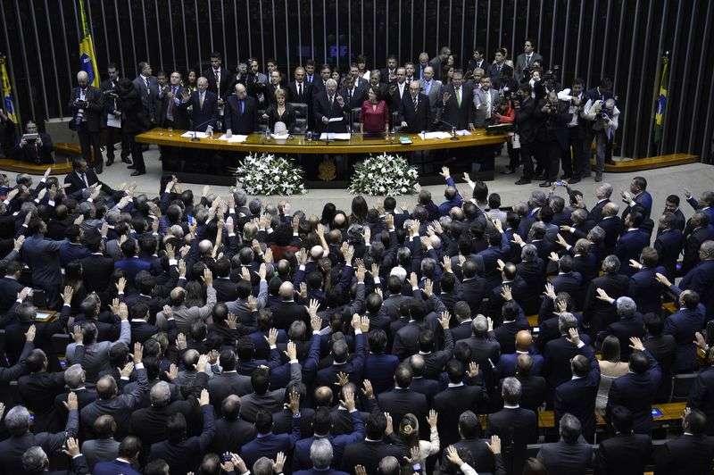 A nova composição da Câmara tomou posse neste domingo no Congresso Nacional, em Brasília Foto: Agência Brasil